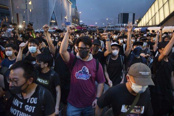 Imaginea articolului Tensiuni în Hong Kong: Trei activişti pro-democraţie, arestaţi înaintea unui alt weekend de proteste