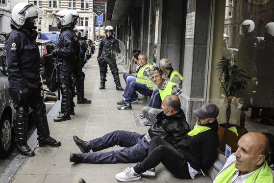 Imaginea articolului Protestele Vestelor Galbene au erupt din nou la Paris. Zeci de persoane au fost arestate/ Poliţia a folosit gaze lacrimogene
