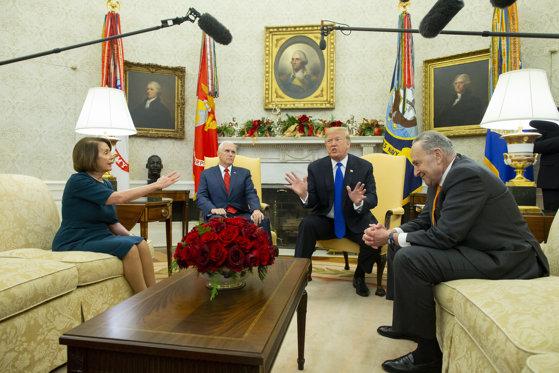 Imaginea articolului Nancy Pelosi anunţă o anchetă care ar putea conduce la procedura demiterii lui Donald Trump / REACŢIA preşedintelui SUA