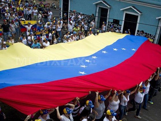Imaginea articolului Trump interzice accesul oficialilor venezueleni în SUA, mărind ajutorul financiar oferit opoziţiei