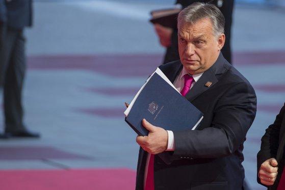 Imaginea articolului Candidatul Ungariei, respins odată cu Plumb. Premierul Orban îşi declară susţinerea pentru Trocsanyi, în pofida avizului negativ de la comisia JURI din Parlamentul European