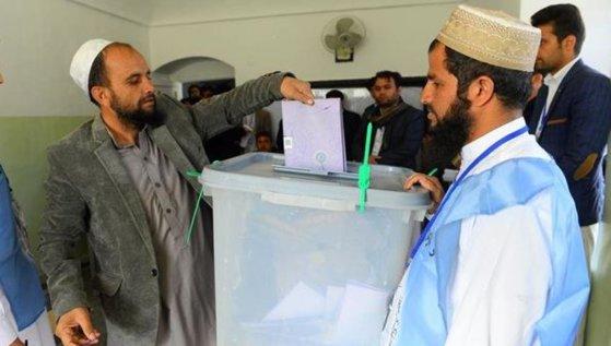 Imaginea articolului Prezenţa redusă la scrutinul prezidenţial din Afganistan ar putea provoca haos politic