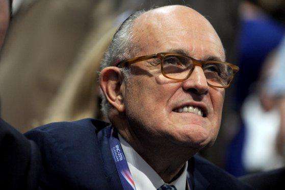 Imaginea articolului Rudolph Giuliani îl apără pe Donald Trump şi avertizează cu dezvăluiri despre afacerile familiei Biden în România