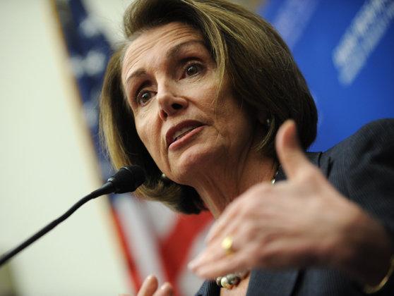 Imaginea articolului Donald Trump sugerează că Nancy Pelosi, preşedintele Camerei Reprezentanţilor, ar putea fi vinovată de trădare