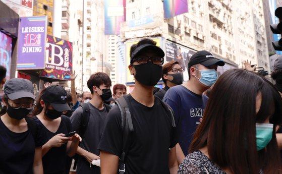 Imaginea articolului Măsuri în Hong Kong. Zeci de persoane, ARESTATE, după ce au sfidat legea care le interzice purtarea măştilor, fie şi chirurgicale