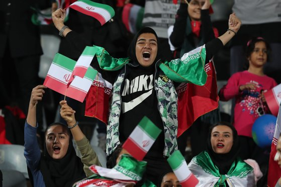 Imaginea articolului Decizie în Iran: Femeile au voie să intre joi pe stadion, pentru prima dată după decenii de interdicţie