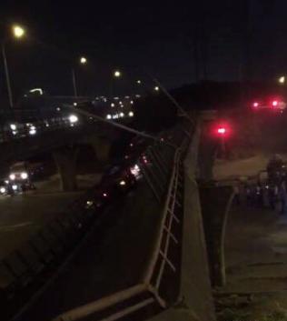 Imaginea articolului VIDEO | Momentul în care un pod de pe o autostradă din China se prăbuşeşte. Bilanţ: 3 morţi şi 2 răniţi