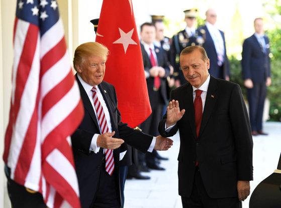 Imaginea articolului Donald Trump neagă că a permis ofensiva Turciei în Siria: PKK este un pericol mai mare decât reţeaua teroristă Stat Islamic