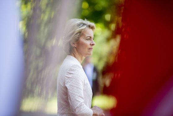 Imaginea articolului Ursula von der Leyen cere Marii Britanii să propună un candidat pentru funcţia de comisar european