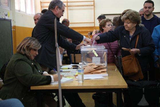Imaginea articolului Alegeri în Spania: Partidul de extremă dreapta îşi dublează locurile în Parlamant
