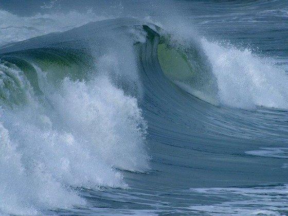 Imaginea articolului Alertă de călătorie: Într-un stat european este cod roşu de valuri puternice