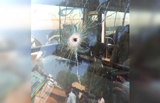 Imaginea articolului Autocarul unei echipe de fotbal nigeriene a fost atacat de hoţi înarmaţi. Mai mulţi jucători au fost răniţi grav