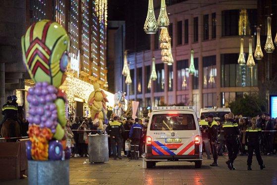 Imaginea articolului Atacul cu cuţit de la Haga | Suspectul a fost arestat de poliţia olandeză. Ce se ştie despre bărbat