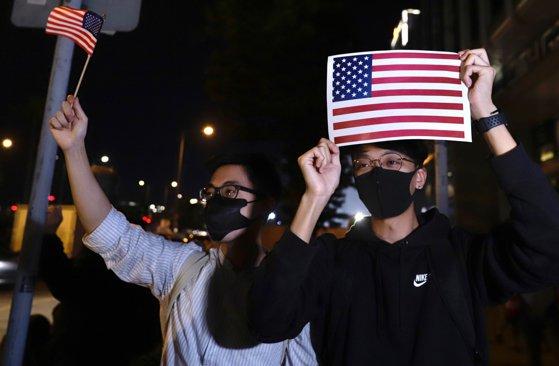Imaginea articolului Poliţia din Hong Kong a folosit gaze lacrimogene împotriva protestatarilor. Manifestanţii le-au mulţumit americanilor pentru susţinere
