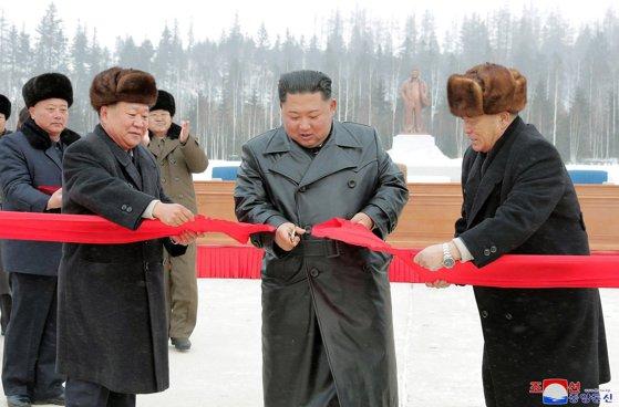 """Imaginea articolului Oraşul de vis al lui Kim Jong-un a devenit realitate. Samjiyon, """"utopia socialismului"""", a fost inaugurat chiar de liderul nord-coreean"""