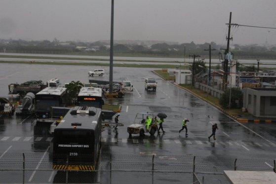 Imaginea articolului Bilanţul taifunului care a devastat Filipine a ajuns la 17 morţi - VIDEO