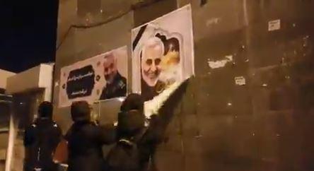 Imaginea articolului Noi proteste în Iran. Forţele de ordine folosesc gloanţe de cauciuc şi gaze lacrimogene împotriva oamenilor / Mesajul lui Trump pentru liderii iranieni - VIDEO