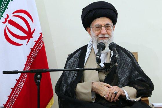 Imaginea articolului Ali Khamenei solicită intensificarea cooperării între statele din regiune