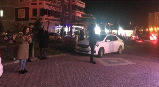 Imaginea articolului Cutremur puternic în estul Turciei: Cel puţin 4 morţi, mai multe clădiri s-au prăbuşit - FOTO şi VIDEO