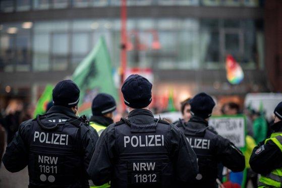 Poliţia din Germania a închis gara din Bonn în urma unei posibile ameninţări cu bombă. 60 de agenţi au fost trimişi în zonă