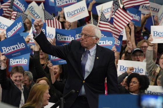 Imaginea articolului Primarul din New York îl sprijină pe Bernie Sanders în alegerile preliminare