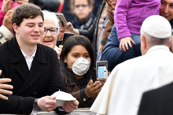 Imaginea articolului Papa Francisc renunţă la exerciţiile spirituale din postul Paştelui, din cauza unei răceli