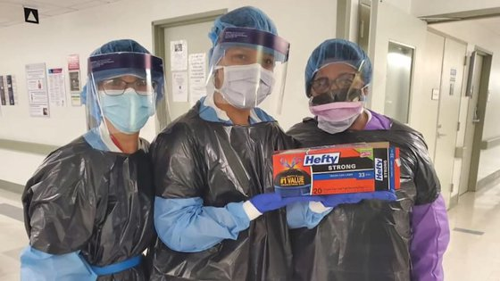 Imaginea articolului Un angajat dintr-un spital din New York, unde asistentele poartă saci de gunoi în loc de echipament de protecţie, a murit de COVID-19