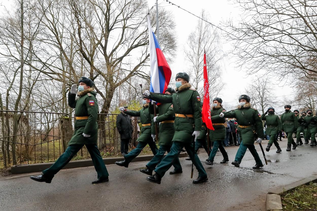 Coronavirus. Rusia a început să-şi vaccineze soldaţii