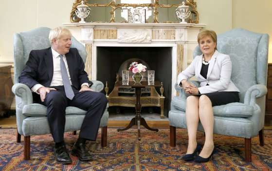 Imaginea articolului Premierul Scoţiei îi cere lui Boris Johnson să accepte prelungirea tranziţiei post-Brexit