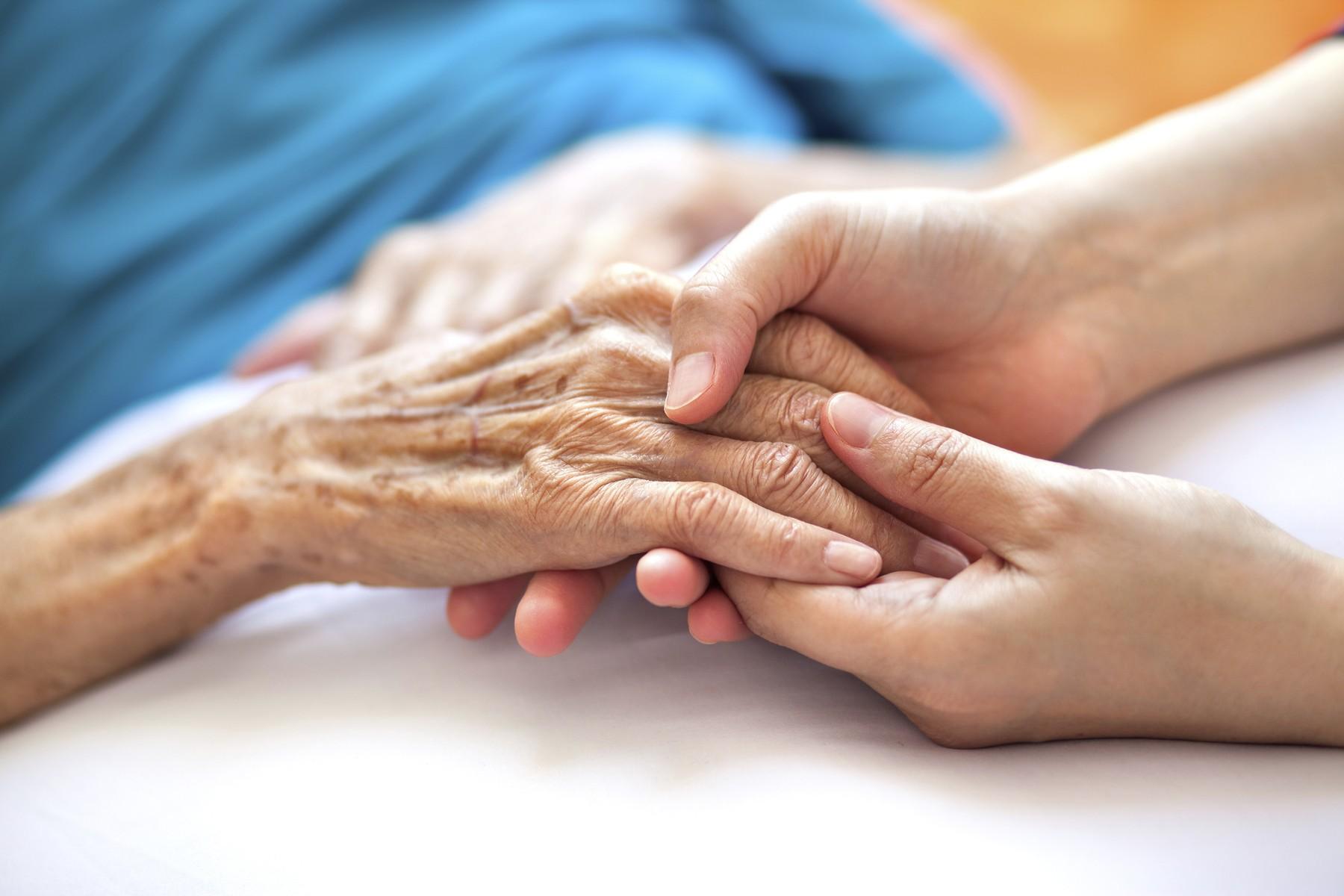 O femeie infectată cu SARS-CoV-2 şi-a surprins rudele, care o credeau decedată. Bătrâna de 85 de ani a revenit la azil(...)