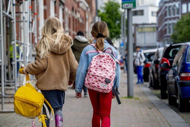 Elevii din Germania pot opta să repete anul şcolar afectat de pandemie|EpicNews