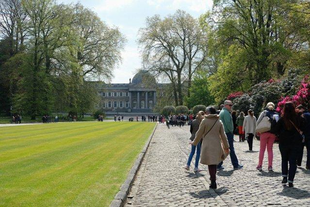 Bruxelles duce lipsă de spaţii verzi. Locuitorii oraşului cer regelui deschiderea Parcului Laeken|EpicNews