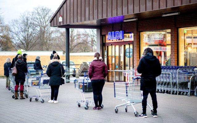 Teste rapide Covid-19, vândute în Germania la supermarket. Fiecare persoană îşi poate cumpăra un număr limitat|EpicNews