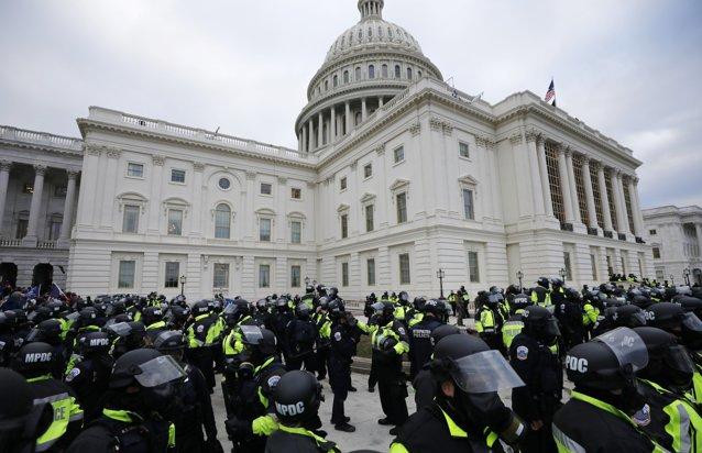 Experţii recomandă suplimentarea măsurilor de securitate la Capitoliu|EpicNews