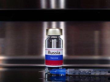 """Producătorii vaccinului Sputnik V pretind scuze de la EMA, după ce un oficial a comparat aprobarea rapidă a vaccinului cu """"ruleta rusească"""""""