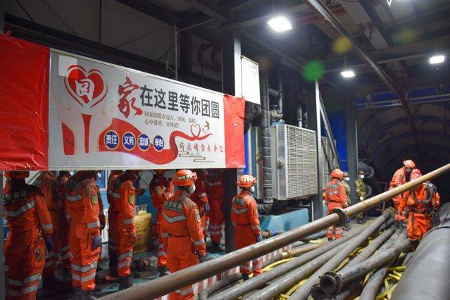 Captivi în mina de cărbune, în urma unui accident: 21 de mineri chinezi au rămas blocaţi în subteran|EpicNews