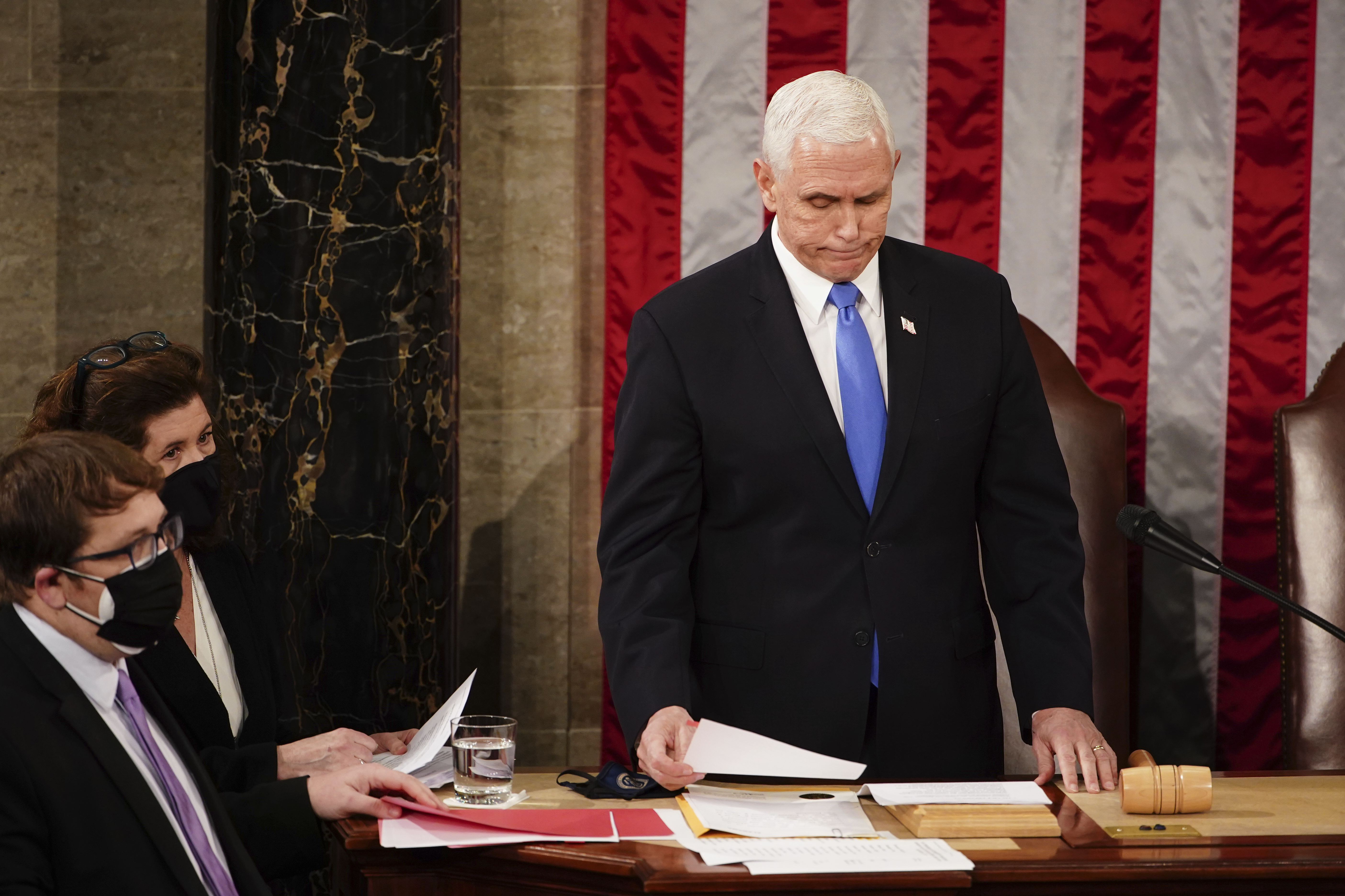 Mike Pence a fost supus unei intervenţii pentru implantarea unui stimulator cardiac