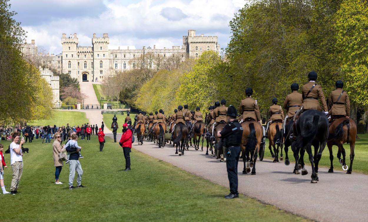 Prinţul Philip, înmormântat sâmbătă la Castelul Windsor. Sicriul va fi purtat de un Land Rover proiectat chiar de duce