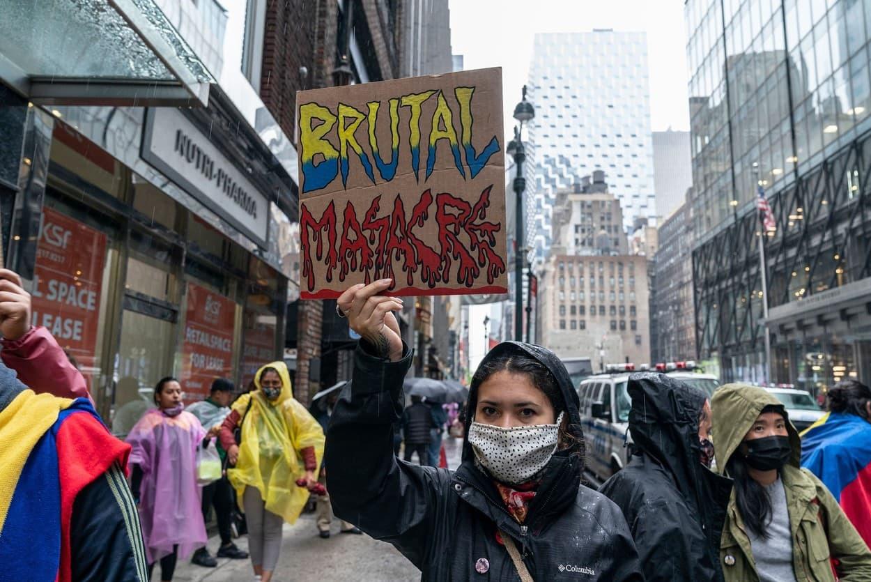 Sărăcia i-a scos în stradă pe columbieni. Jumătate din populaţie trăieşte cu 87 de dolari pe lună