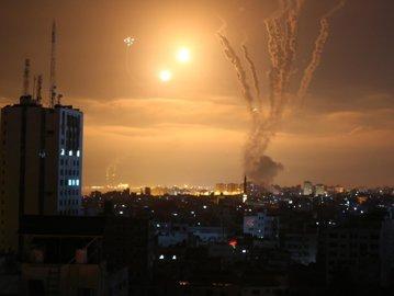 Israelul continuă operaţiunile militare împotriva Fâşiei Gaza. Bilanţul a ajuns la 119 morţi