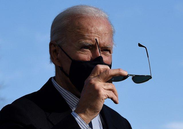 Joe Biden i-a oferit în dar lui Vladimir Putin o pereche de ochelari de soare tip aviator EpicNews