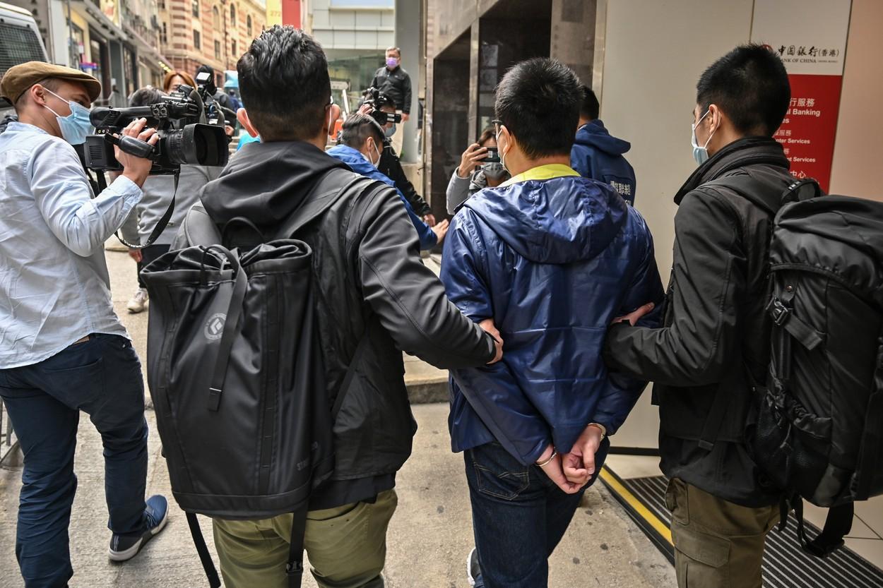 Poliţia din Hong Kong a arestat cinci directori de la ziarul Apple Daily