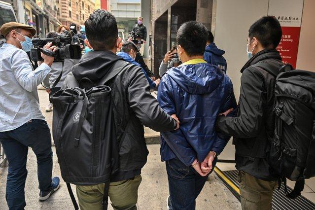 Poliţia din Hong Kong a arestat cinci directori de la ziarul Apple Daily|EpicNews