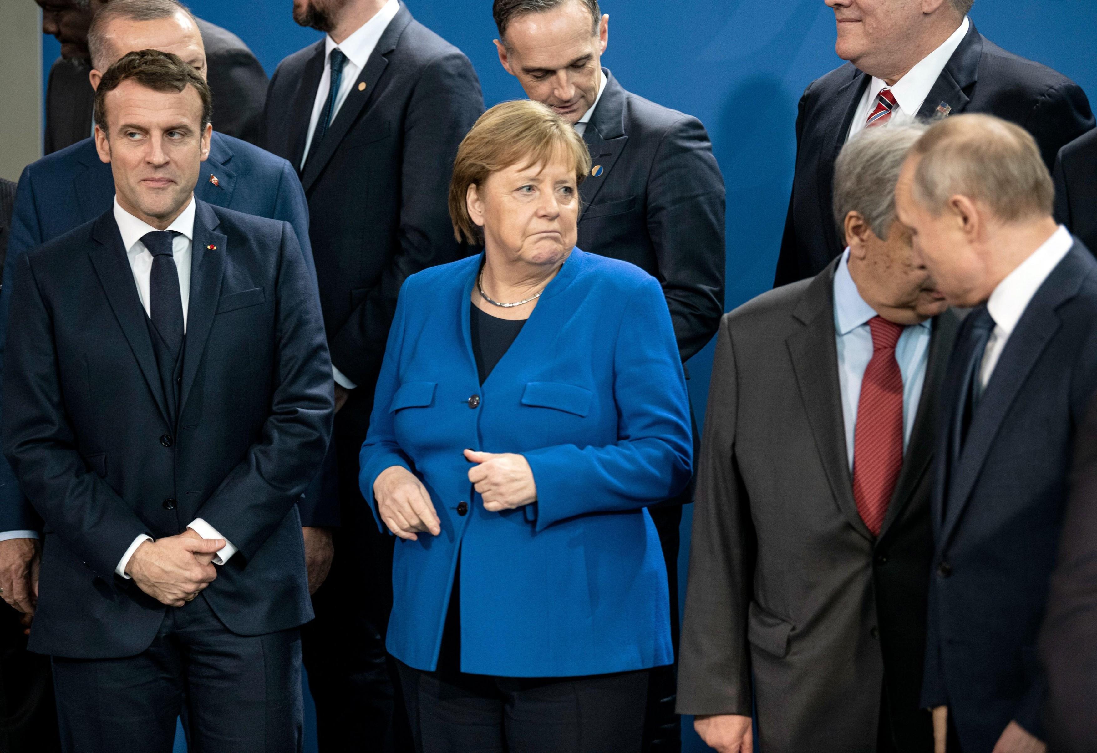 """Merkel şi Macron propun reluarea discuţiilor între UE şi Vladimir Putin. """"Am ajuns la limita politicii(...)"""