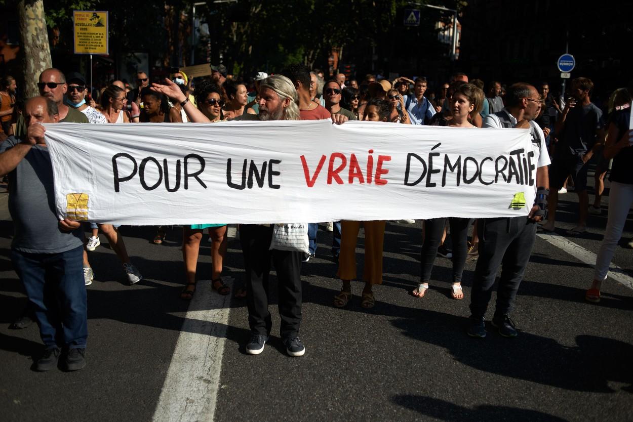 Comisia pentru Libertăţi din Franţa atrage atenţia asupra extinderii utilizării certificatelor COVID-19
