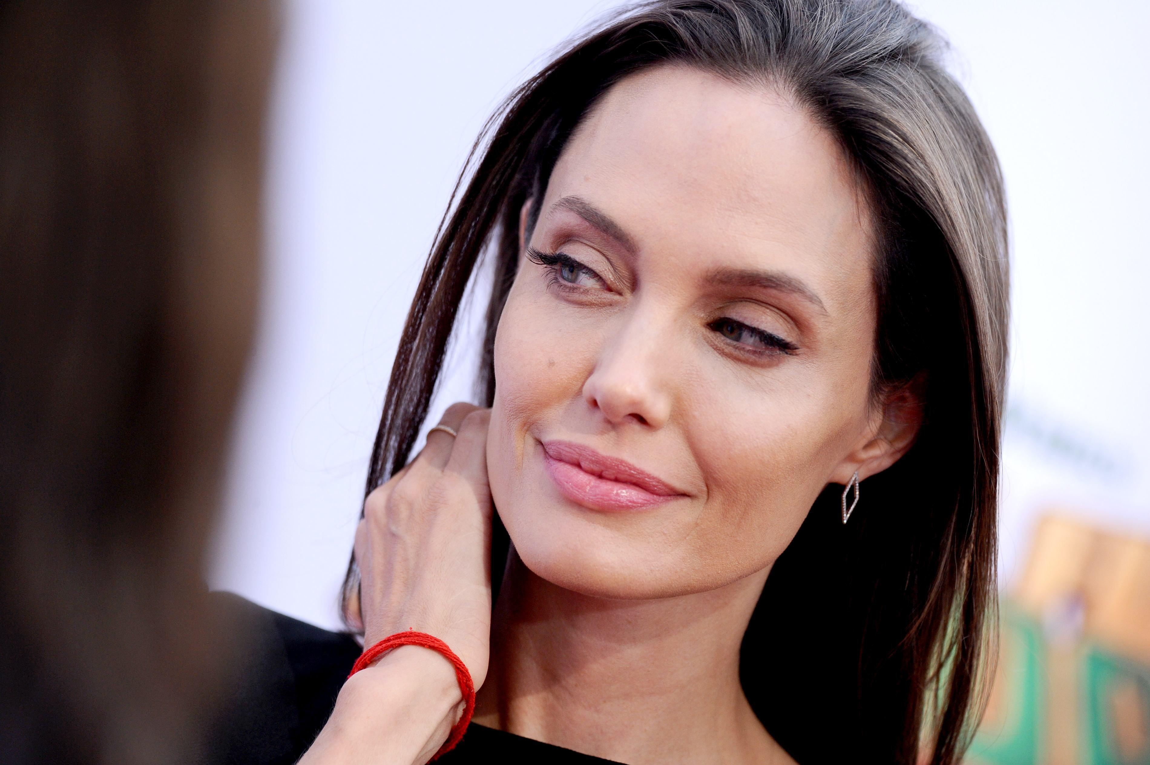 Victorie importantă pentru Angelina Jolie în bătălia din dosarul său de divorţ cu Brad Pitt