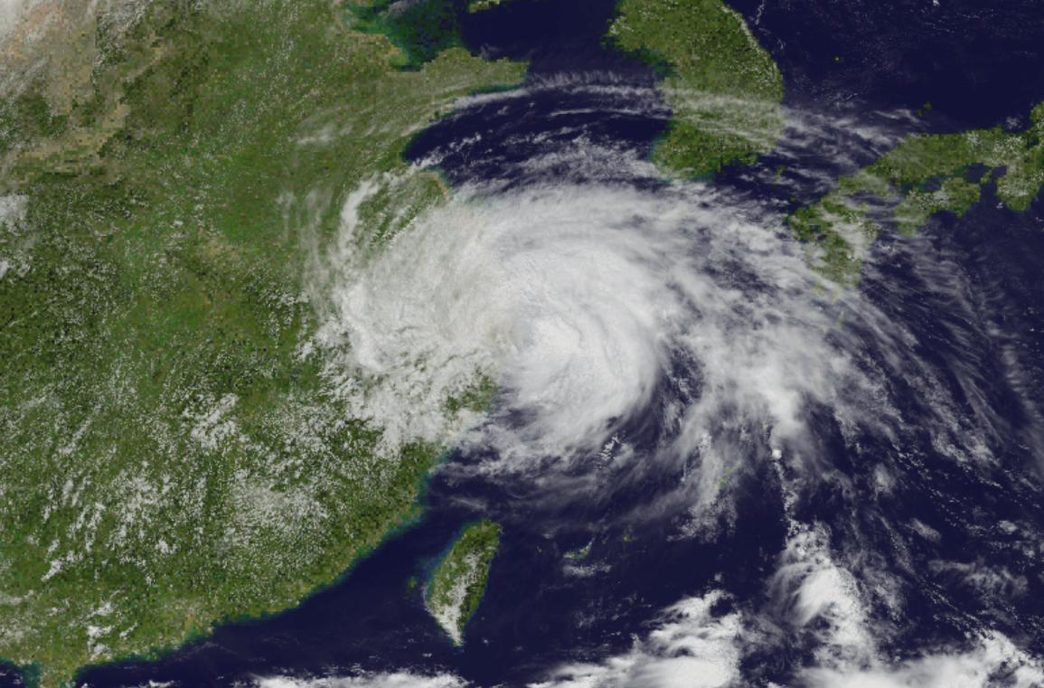 Peste 100.000 de persoane evacuate în China din calea taifunului In-Fa