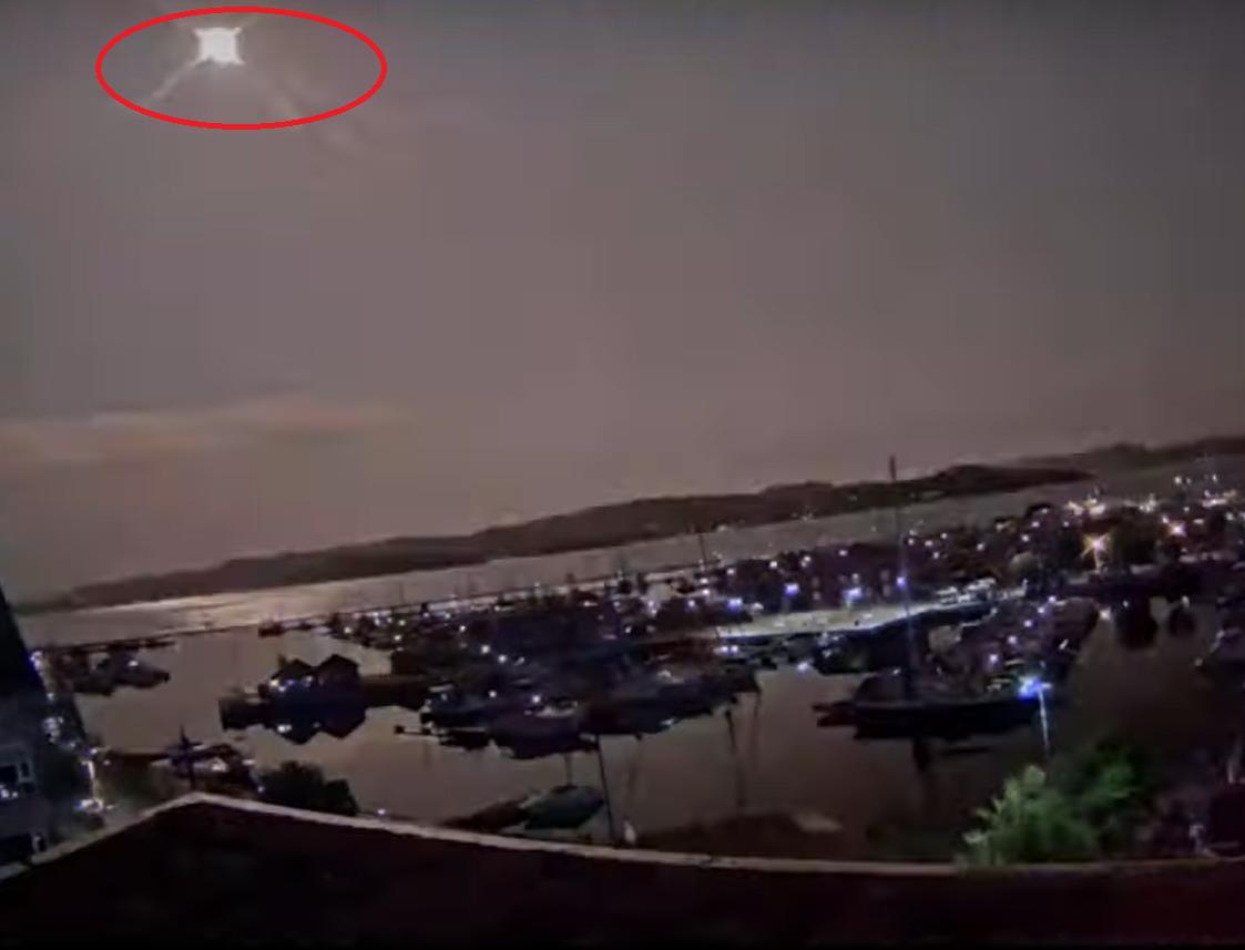 """VIDEO Un meteorit """"neobişnuit de mare"""" a luminat cerul Norvegiei şi pare să se fi prăbuşit aproape de Oslo"""