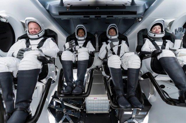 SpaceX: lansarea primului zbor spaţial numai cu civili|EpicNews
