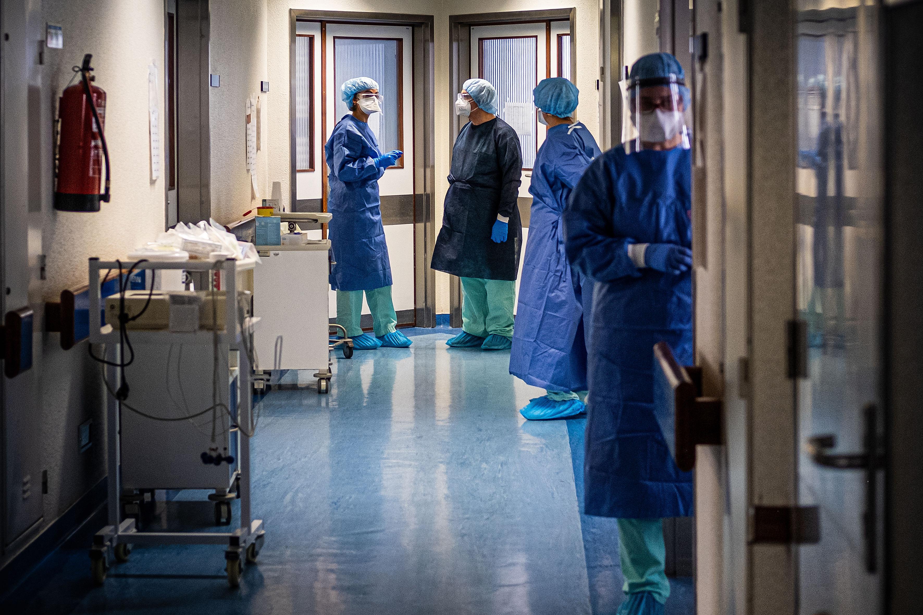 Contractele a mii de persoane din domeniul medical au fost suspendate. Vaccinarea obligatorie pentru medici a(...)